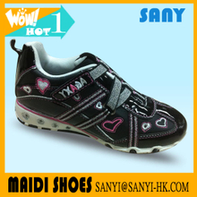 Best Stylish Shining black slip-on Casual leather Shoes with Embroided Heart China supplier